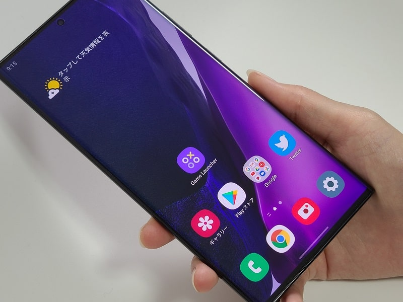 Galaxy Note20 Ultraを持っている様子