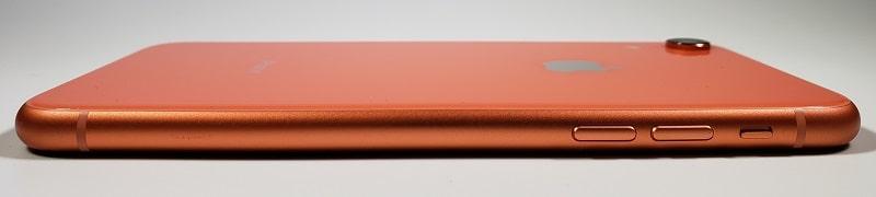 iPhone XR のデザインと部位名称 カラーバリエーションはiPhone最多の6色展開に