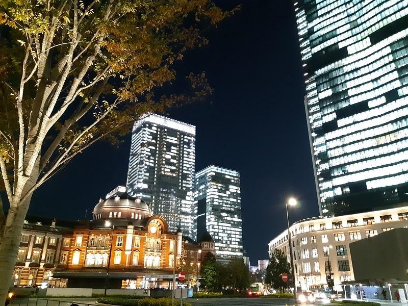 ドコモ Galaxy Feel2で撮影した夜の東京駅