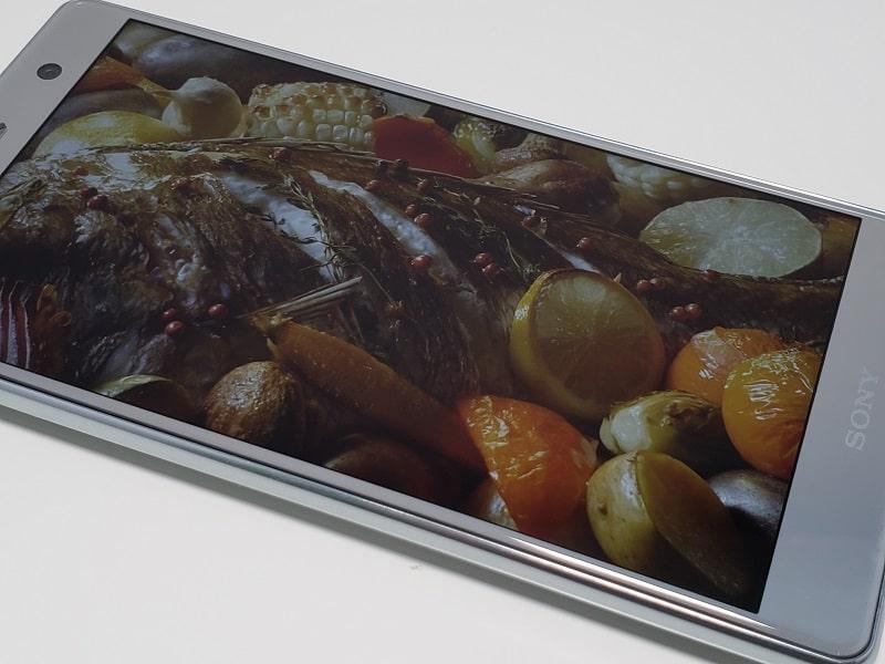 Xperia XZ2 Premium SO-04Kのディスプレイの様子