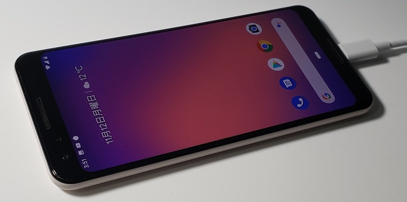 Google Pixel 3 XLを充電している様子