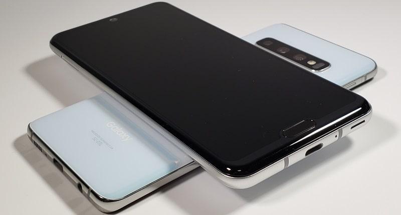 Galaxy S10のワイヤレスパワーシェアを使っている様子