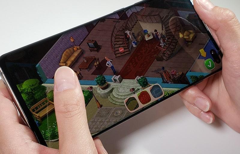 Galaxy S10+でゲームをしている様子