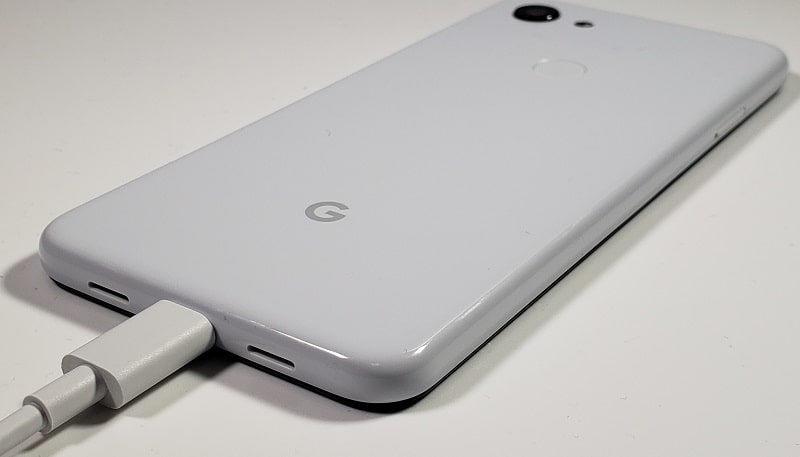 Google Pixel 3aの充電している様子