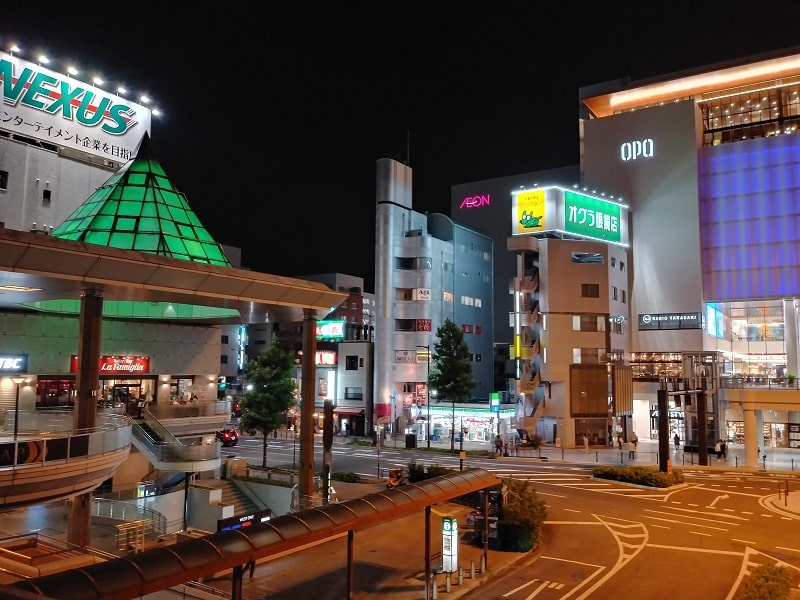 LG style2で撮影した夜の駅前