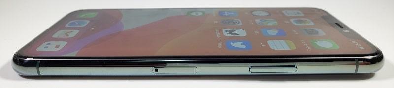 iPhone 11 Pro の右側デザイン