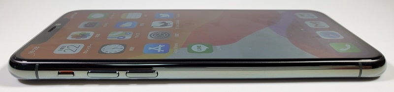 iPhone 11 Pro の左側デザイン