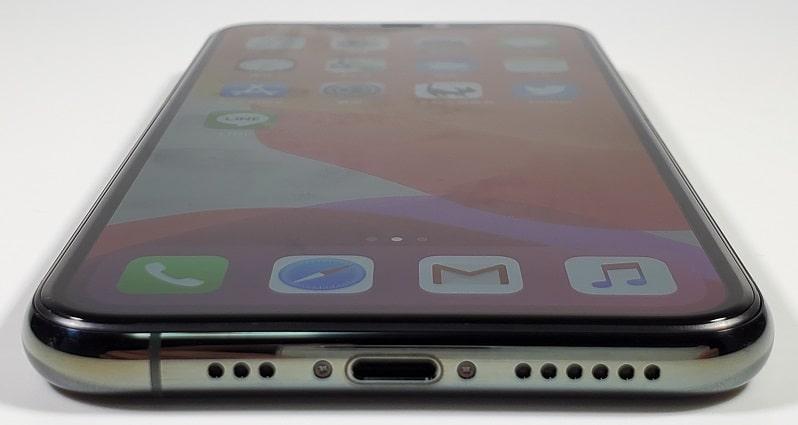 iPhone 11 Pro の本体下部