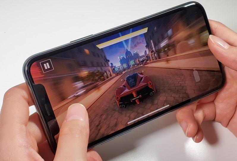iPhone 11 Proでゲームをしている様子