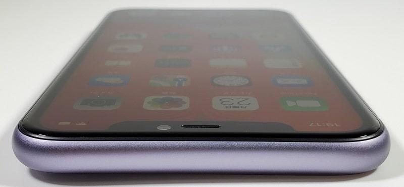 iPhone 11 の上部デザイン