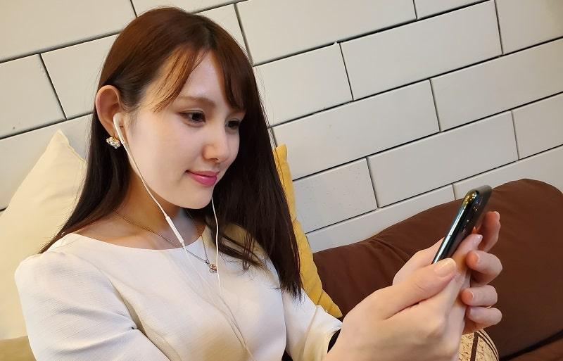iPhone 11 Proで音楽を聴いている様子