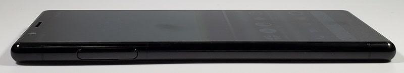 Xperia 5 の右側デザイン