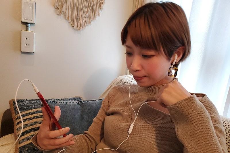 Galaxy A20で音楽を聴いている様子
