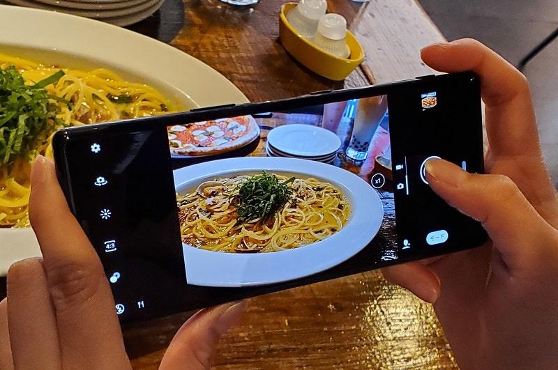 Xperia 5のカメラで撮影している様子