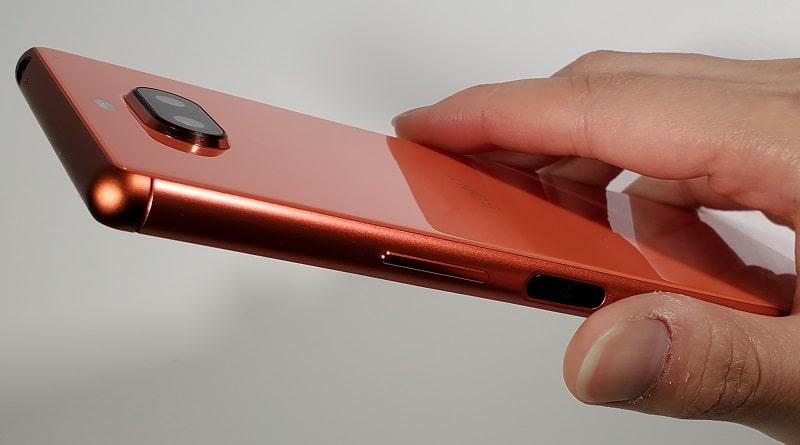 Xperia 8の指紋認証の様子