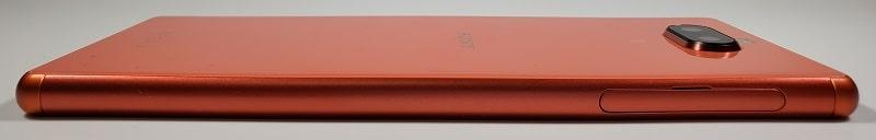 Xperia 8の左側面デザイン